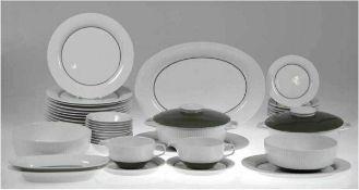 Speisesevice, Rosenthal, Secunda grün, bestehend aus 13 flachen Tellern, 12 Beilagentellern, 10