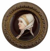 """Teller mit Porzellanmalerei """"Porträt einer jungen Frau"""", reliefierte Messing Fahne, Dm."""