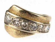 Ring, 585er GG, Gew. ca. 8,4 g, 5 Brillanten im Verlauf zus. ca. 1,2 ct., 1 Stein mit