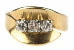 Ring, 750er GG, Gew. ca. 5,4 g, 3 Brillanten zus. ca. 0,60 ct., RG 56, Innendurchmesser