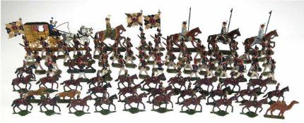 Sammlung alter Zinn-Figuren, dabei 55 Soldaten, 32 Soldaten zu Pferd, 3 Fahnenträger u. 1