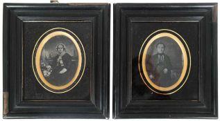 """2 Daguerreotypien """"Herr im Anzug"""" und """"Dame mit Spitzenhaube"""", je 7,5x6 cm, hinter Glas im"""