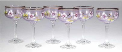 6 Jugendstil-Weingläser, über facettiertem Schaft violett lasierte Kuppa mit floraler,