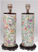 Paar Tischlampen, 1-flammig, Porzellan, runder Stand auf Holzsockel, mit polychromerBlumenmal