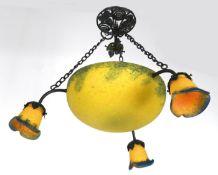 Jugendstil-Lampe, Metall mit Glaskuppel, davon ausgehend 3 glockenförmige Glasschirme,gelbe