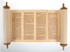 Tora-Rolle, handbeschriebene Papierrolle auf 2 Holzstäbe gewickelt, gen. Baum des Lebens,in
