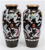 Paar Boden-Vasen, China, Porzellan, polychrom bemalt und Goldstaffage, aufgesetzte,stilisiert