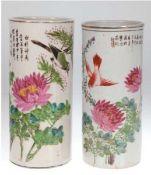 2 Stangenvasen, China, um 1900m mit Floral- und Vogelmalerei, unterschiedlich gemarkt,Goldran