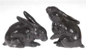 Paar Hasen, Japan, Meiji-Periode, Metall, mit fein ziseliertem Fell, dunkelbraunpatiniert, un