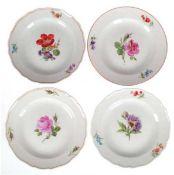 Konvolut von 4 Meissen-Tellern, Bunte Blume 1 und 3, 3x Neuer Ausschnitt, 1x glatter Rand,2x