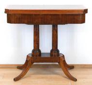 Biedermeier-Spieltischtisch, Mahagoni furniert, Bandintarsien, über 4-passigem Stand aufausg