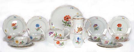 Meißen-Kaffee- und Teeservice für 6 Personen, Bunte Blume 2 mit Goldrand, bestehend ausKaff