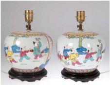 Paar Chinesische Tischlampen, 1-flammig, Porzellan, chinesische Kampfdarstellung,polychrome M