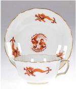 Meissen-Teetasse mit UT, Reicher Drache, rot, Goldrand, Neuer Ausschnitt, 2Schleifstriche, Ta