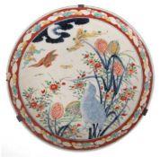Imari-Platte, Porzellan, Japan, Meiji-Periode, 19. Jh., mit blühenden Pflanzen und Vögelin