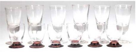 12 Gläser, davon 6 mit braunem Fuß und farbloser Kuppa, H. 8,2 cm und 6 Weingläser,farblos