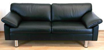 Ledersofa, schwarzer 2-Sitzer, verchromte Beine, Sitz, Rückenlehne und Armlehnen mitPolstera