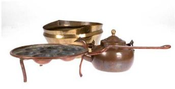 Konvolut Kupfer/Messing, Anfang 19. Jh., dabei 1 Schüssel, Messing, ohne Henkel, Dm. 24cm, 1