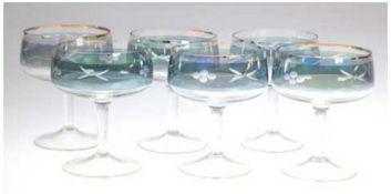 6 Sektschalen, grüner Rand, mit geschliffenem Dekor, Goldrand berieben, 1 Glas am Randbest.,
