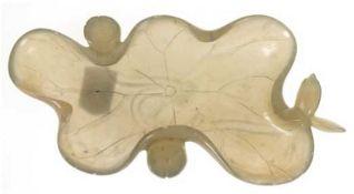 Jade-Schale in Blattform, China um 1900, aus einem Stein geschnitten, 5-passiges Blatt mitsei