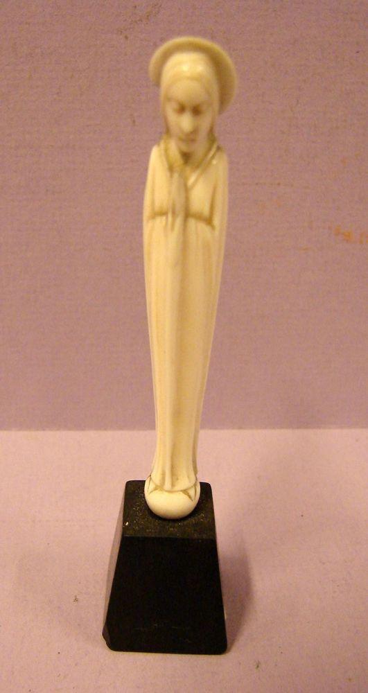 Betende Figur, geschnitzt, auf Holzsockel, wohl Bein, H.ca.10,5cm