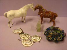 Konvolut Porzellan, Keramik, Glas (2 Pferde, Schale, etc.)