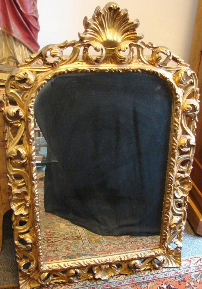Spiegel, Holz, aufwendig gearbeitet, Muschelform im oberen Teil, H.ca. 119, B. 79 cm