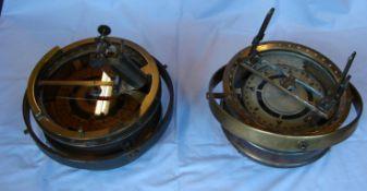 Paar Messing Compasse, einmal bezeichent Gyro Compass, C.Platk, im Wasser schwimmend, Kein