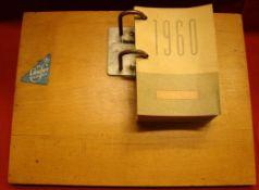 Tischkalender, 1960, Firma Läufer auf original Holzbrett, ca. 24 x 28 cm