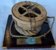 Schiffskompass, China, bezeichnet: 1200n.Chr., Ton, Dm.ca. 19 cm, auf Holzbrett