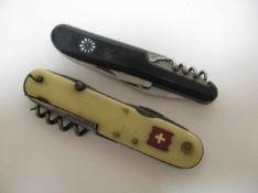 2 alte Taschenmesser, l 10/10,5 cm.