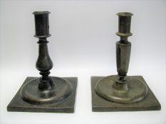 2 antike Kerzenleuchter, 18. Jahrhundert, Bronze, h 15,5 cm, d 11 cm.
