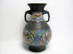 Cloisonné Vase, Japan, um 1900, Henkel in Form von Elefantenköpfen, h 30 cm, d 19 cm.