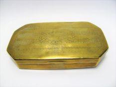 Tabakdose, 19. Jahrhundert, Messing, Gebrauchsspuren, 2 x 12,5 x 7 cm.