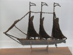 Modellschiff, gefertigt aus Gewürznelken, 1. Hälfte 20. Jahrhundert, Plexiglaskasten, 27 x 30 x 6,