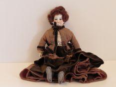Porzellankopfpuppe, Jumeau Paris, vor 1875, viktorianische Puppe mit Eieruhr-Silhouette, Daumen