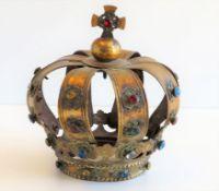 Marienkrone, 18./19. Jahrhundert, Messing mit Feuervergoldung, diverser Farbsteinbesatz, eine