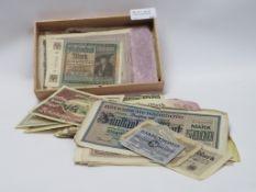 Konvolut alter Geldscheine.