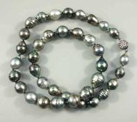 Tahiti-Barockperlencollier, 925er Silber-Magnetschließe mit Zirkoniasteinen besetzt, 37 Perlen im