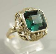 Ring mit turmalingrünem Stein, 585er Gelbgold, Gew.5,65g, quadratischer, facettierter Stein,