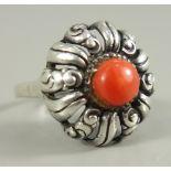 Ring mit Koralle, 935er Silber, um 1920, Gew.4,69g, blütenförmiger Ringkopf mit dunkler,