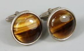 Paar Manschettenknöpfe mit Tigerauge, 835er Silber, 16,63g, rd. Cabachon, D.je ca.2cm, in