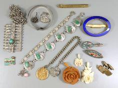 Konvolut Modeschmuck, 1.Hälfte 20.Jh., u.a. 2 Millefioribroschen (leicht beschädigt), Armband, 2