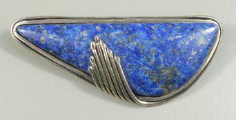 Brosche mit Lapislazuli mit Pyrit-Einschlüssen, 925er Silber, F. Zerenner, Pforzheim, Gew.24,35g,
