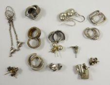 Silberkonvolut: 13 Paar und 1 Delfin-Einzelohrstecker, 925 Silber, Gew.32,10g, u.a. Herz-Ohrstecker,