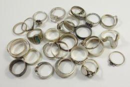 30 Silberringe, überw. 925 Silber, Gew.104,40g, unterschiedl.Arten und Größen, tlw. mit