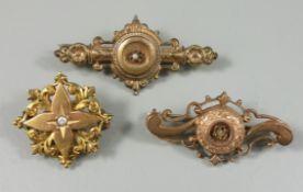 3 Broschen, Gründerzeit um 1890, unterschiedliche Formen, L.3,7 und 4,4cm, D.2,5cm