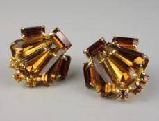 Paar Ohrclips, bernsteinfarbenes Glas, Modeschmuck USA, um 1930, facettiert, Kr