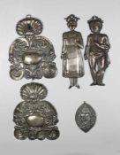 Konvolut von 5 kleinen Wandblaker: 1. Paar barocke Wandblaker aus Metall, 17./18. Jh., symmetrisch