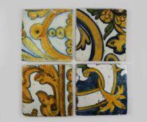 Konvolut aus 4 Wandfliesen, Spanien, gelb-blaue Bemalung auf weißem Fond unter Glasur. Maße je